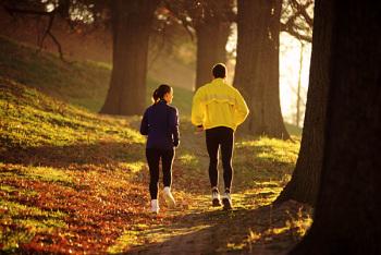 Чтобы избавиться от многих недомоганий, в том числе и болезней кишечника, надо как минимум 2-4 часа в день гулять на свежем воздухе и выполнять физические упражнения