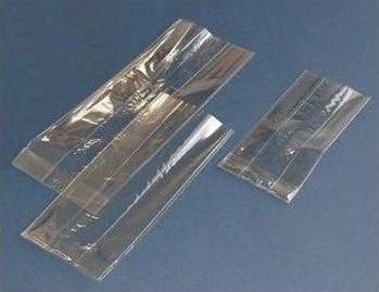 Вырезаем из полиэтилена или целлофана полоску