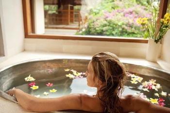 Для снятия напряжения в организме и облегчения невралгических болей рекомендуются горячие ванны с добавлением отвара молодой коры осины
