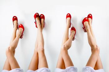 Грибок стопы может появиться при ношении слишком тесной обуви