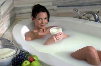 Хорошо помогают при множественных кожных заболеваниях и различные травяные ванны