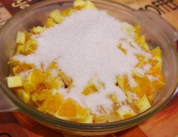 Измельченные апельсины, хрен и сахар
