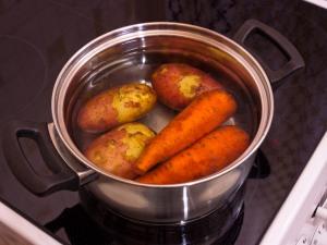 Лечение картофелем и морковью