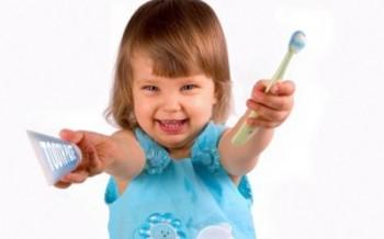 На первом этапе необходимо сменить зубную щетку и зубную пасту