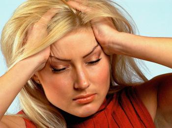 У больных наблюдаются: аритмии, сильные головные и боли в сердце, головокружения, бледность/краснота кожи, нарушения работы желудка и кишечника (диарея, метеоризм и т.д.), частые позывы к мочеиспусканию и даже преждевременная эякуляция