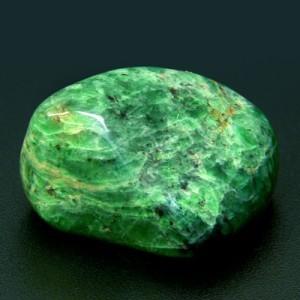 Отличным средством для лечения воспаленных лимфоузлов считается камень зеленый жадеит