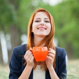 Пейте много горячих напитков, но только не кофе