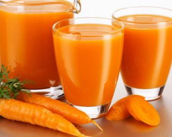 Помогает облегчить головную боль сок из сырой моркови с медом