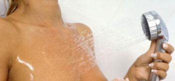 Принять теплый душ или приложить к груди сухое тепло на 10 минут