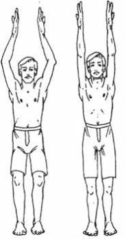 Руки нужно поднять вверх, простояв в таком положении около 30 секунд или даже 1 минуты