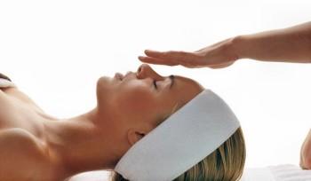 Снять незначительный болевой симптом поможет и холодный компресс на лоб