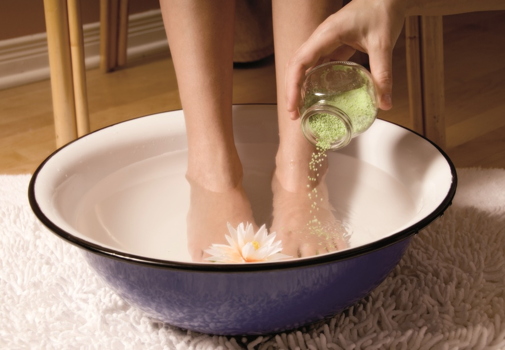 Ванночки из соли при отеке ног