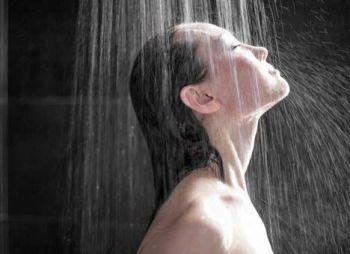 Прогоняет депрессивные мысли холодная вода