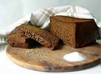 Хлеб с солью поднимет давление