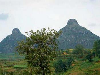Горы с очертанием женской груди