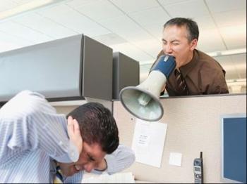Шум на рабочем месте вызывает шумы в ушах