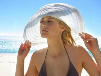 Защищайте волосы от солнца шляпкой