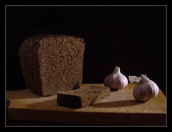 Чеснок и черный хлеб