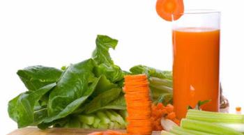 Морковный сок и шпинат заживляет слизистую и устраняет воспалительный процесс