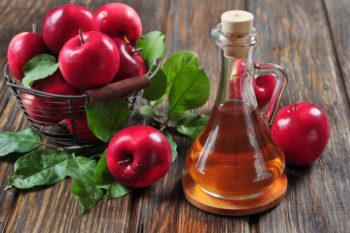 Яблочный или столовый уксус (концентрация уксусной кислоты – не более 18 %) – 2 стакана